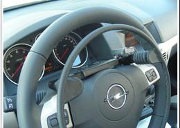 fotografía del acelerador electrónico por encima del volante