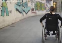 Silla de ruedas en la calle